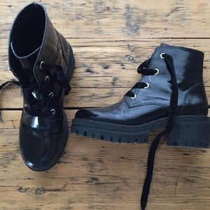 Chunky high heel black boot shiney